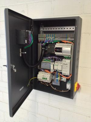 Wärmepumpensteuerung für eine Luftwasserwärmepumpe mit elektronischer Einspritzung