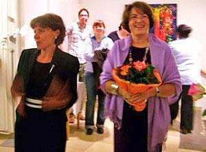 Frau Dir. Reif stellt die Künstlerin und Kursleiterin Gerlinde Pauschenwein bei der Vernissge in der VHS GALILEIGASSE 2009 vor