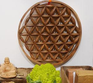 Fleur de vie en bois de suar sculptée à la main par notre artisant à Bali
