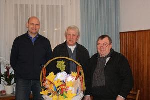 Links der neue Kassenwart Matthias Stickamp, in der Mitte der ehemalige Kassenwart Alois Klaas, rechts unser Vorsitzender Heinz Reisinger