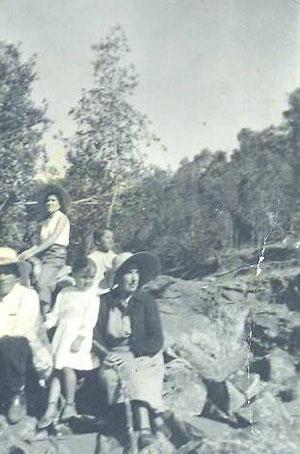 Srta. Mercedes de la Fuente, Fundo Los Colihues, Linares. (1957)