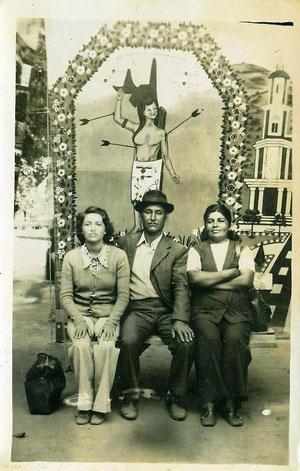 Familia Cordero en Yumbel, pagando manda a San Sebastián. (1972 aprox.)