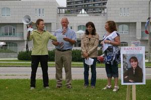 Discours de Mark Brosseau devant l'ambassade