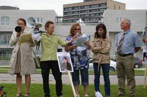 Discours de Johanne Durocher devant l'ambassade