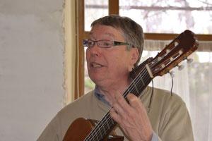 Christophe en répétition avec la chorale des P'tits matins qui chantent