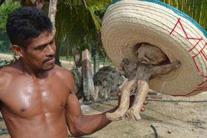 Muñeco de la baby de Raú, él encontró esta pieza de madera en la playa.l,