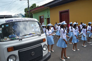 La Zaigua participando en un desfile