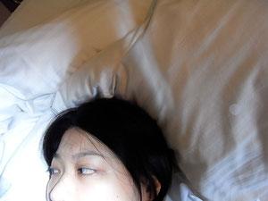 終於換到房間,可以入眠的我本人。。。