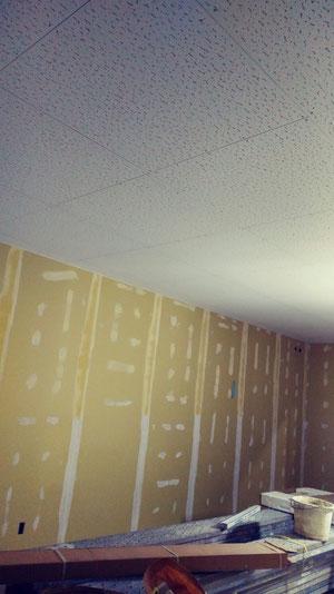事務所の点天井・壁