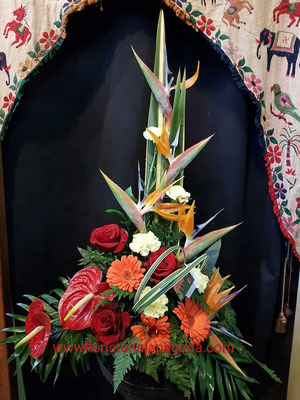 Centro de flores variadas tono anaranjados  ref C03