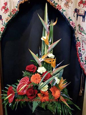 Centro de flores variadas tono anaranjados             ref C06