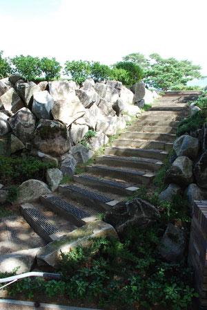 階段を上るとPG・スタートTeeへ