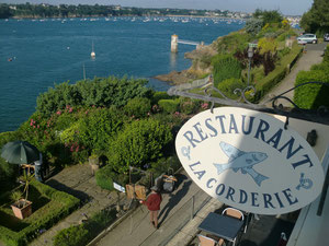 devant le restaurant La Corderie à Solidor St Malo