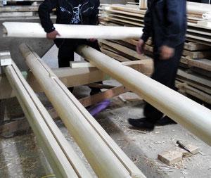 柱は桧の面側(面側)桁は桧の磨き丸太です。