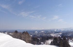 冬:越後長岡一之貝地区は3mの雪におおわれます