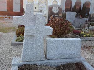 Grabstein aus Lasberger Granit