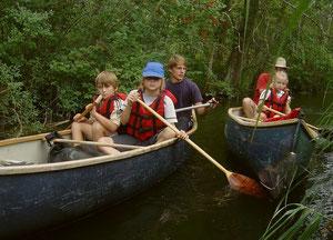 Den Umgang mit dem Paddel, wenn es links oder rechts gehen sollte, hatten die jungen Kanuten bald heraus.