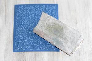 mit dem Cutllebug geprägtes Papier schleifen