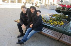 Los actores Daniel Diges y Raúl Peña, en la plaza del Pilar.