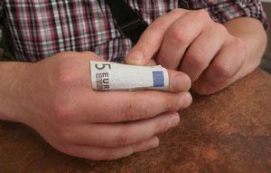 Geldscheintraining mit Hilfe der Fingerlänge;  5 €uro