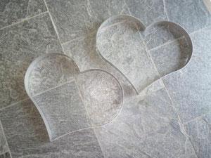 Das Herz kann verschlungen, aber auch in Einzelteilen ins Grab gelegt werden.