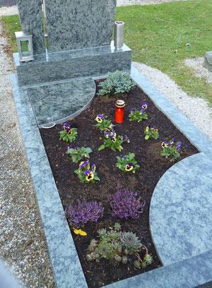 Urnenbox bzw. Grabbox im Familiengrab
