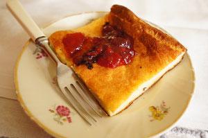 これもフィンランド伝統のパンケーキの一種。丸く薄いのと、四角く分厚いのがあります。