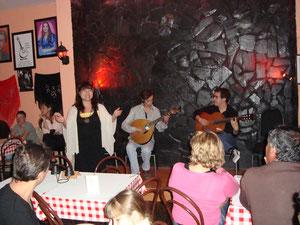 アミーゴ集会は上手な子供たちでいっぱい。3年ぶりに再会したギタリストにマリアラポルトゲサを弾いていただき、会場中がとても盛り上がりました!