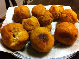 沖縄のサーターアンダギがおうちにある材料で作れちゃうんです!!!リコ作のおやつ、とってもおいしかったです!!写真が今ひとつですかね・・・