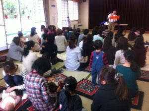 中山児童館でのお楽しみクリスマス会!今年は、ノームハガさんのパフォーマンスで盛り上がりました!!子どもたちはノリノリ、ノームさんから目が離せない!あっという間の一時間でした〜