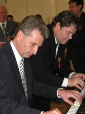 "Klavier-Duo Oettinger-Dippon in Aktion ""Du schwarzer Zigeuner"""