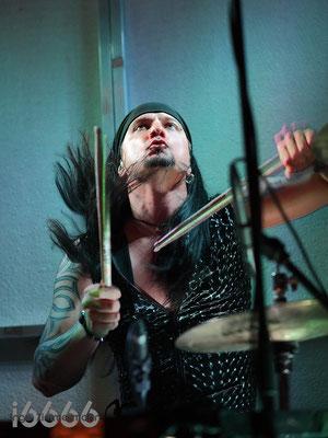 Schlagzeuger Dirk Oechsle von Heldmaschine