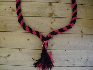 Halsriemen schwarz,rot in Poyesterwolle gibts auch in Polypropylen