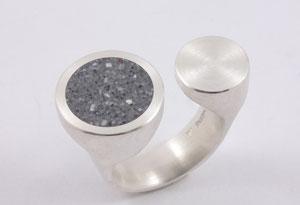 Silberring mit Betoninlay