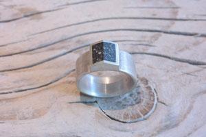 Silberring mit Beton