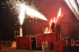 Furioser Auftakt mit dem Feuertheater Sancto Petrolio