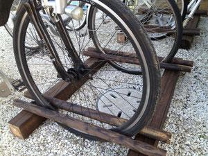 自転車が倒れないスタンド