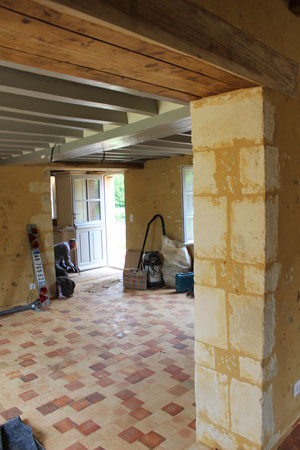 Ouverture et finition pierres de taille dans mur de refend (photo)