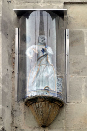La statue restaurée et protégée