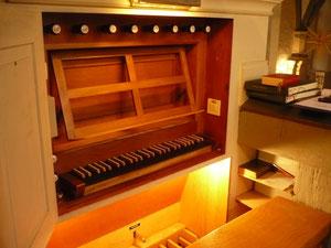 Orgel in Kleinern, Spieltisch