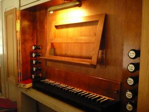 Orgel in Hemfurth, Spieltisch