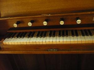 Orgel in Hundsdorf, Spieltisch