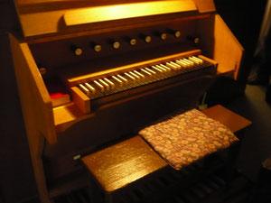 Orgel in Bringhausen, Spieltisch