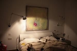 Gästezimmer mit Arbeit von Gabriele Sättler-Döppner