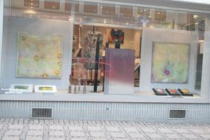 Galerie mit zwei großformatigen Bildern von Gabriele Sättler-Döppner
