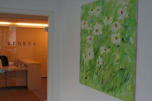 Gesundheitsresort (Eingangsbereich) mit einem Bild von Werner Döppner