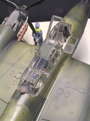 Sorgfältige Cockpitglasbemalung lohnt sich (hier abkleben und airbrushen), hier fällt der Blick des Betrachters immer zuerst hin!