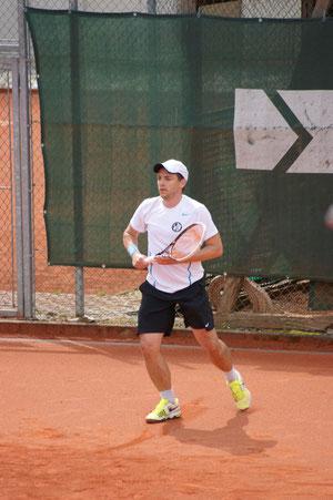 Günter Lorenzer konnte sein Spiel in zwei Sätzen mit 6:0, 6:4 gewinnen.