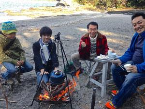 今日出会った仲間と囲む焚火でいれるコーヒーはまた格別。