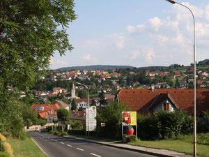 Einfahrt nach Wiesen aus Richtung Bad Sauerbrunn